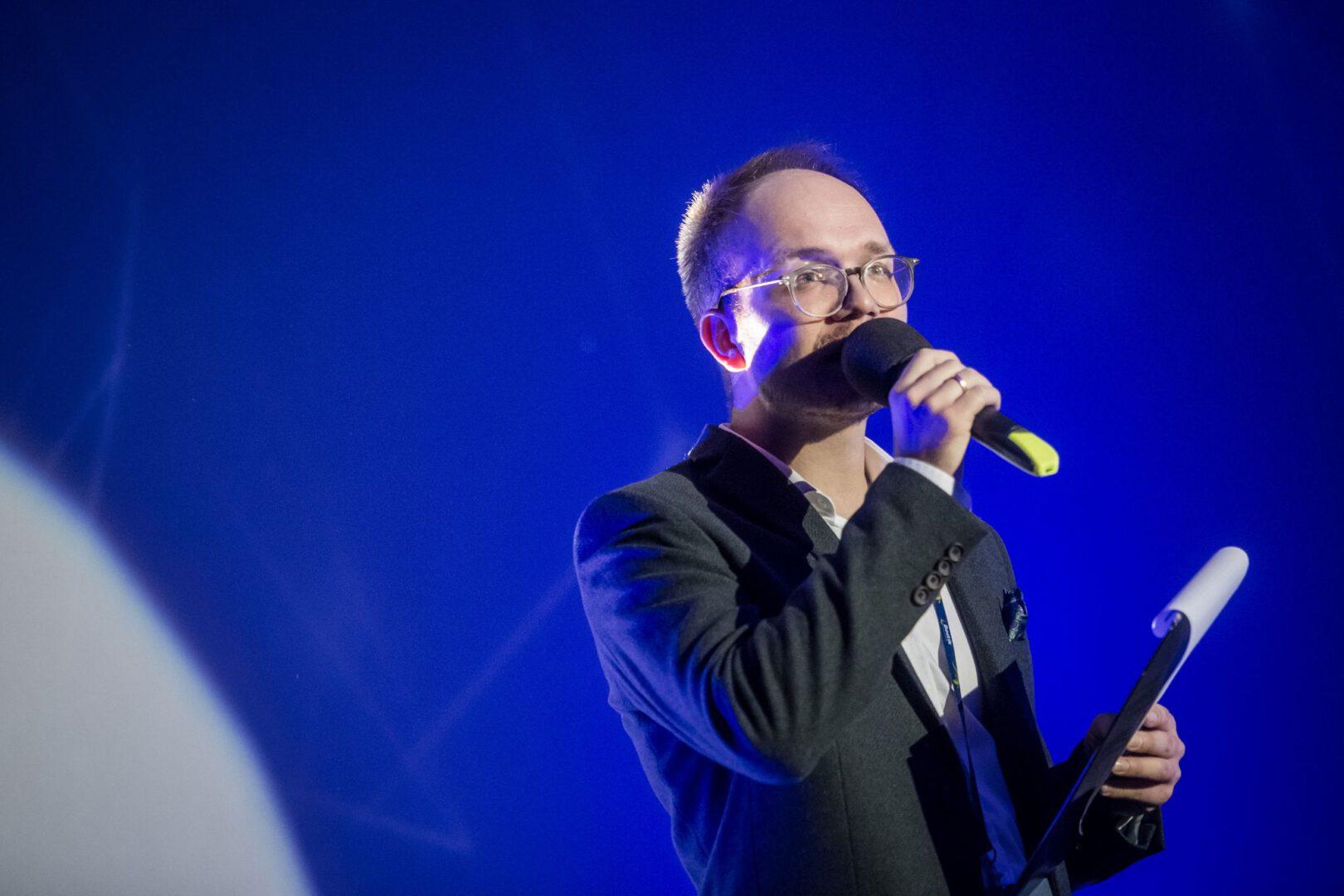Konferansjer Mikołaj Basiński